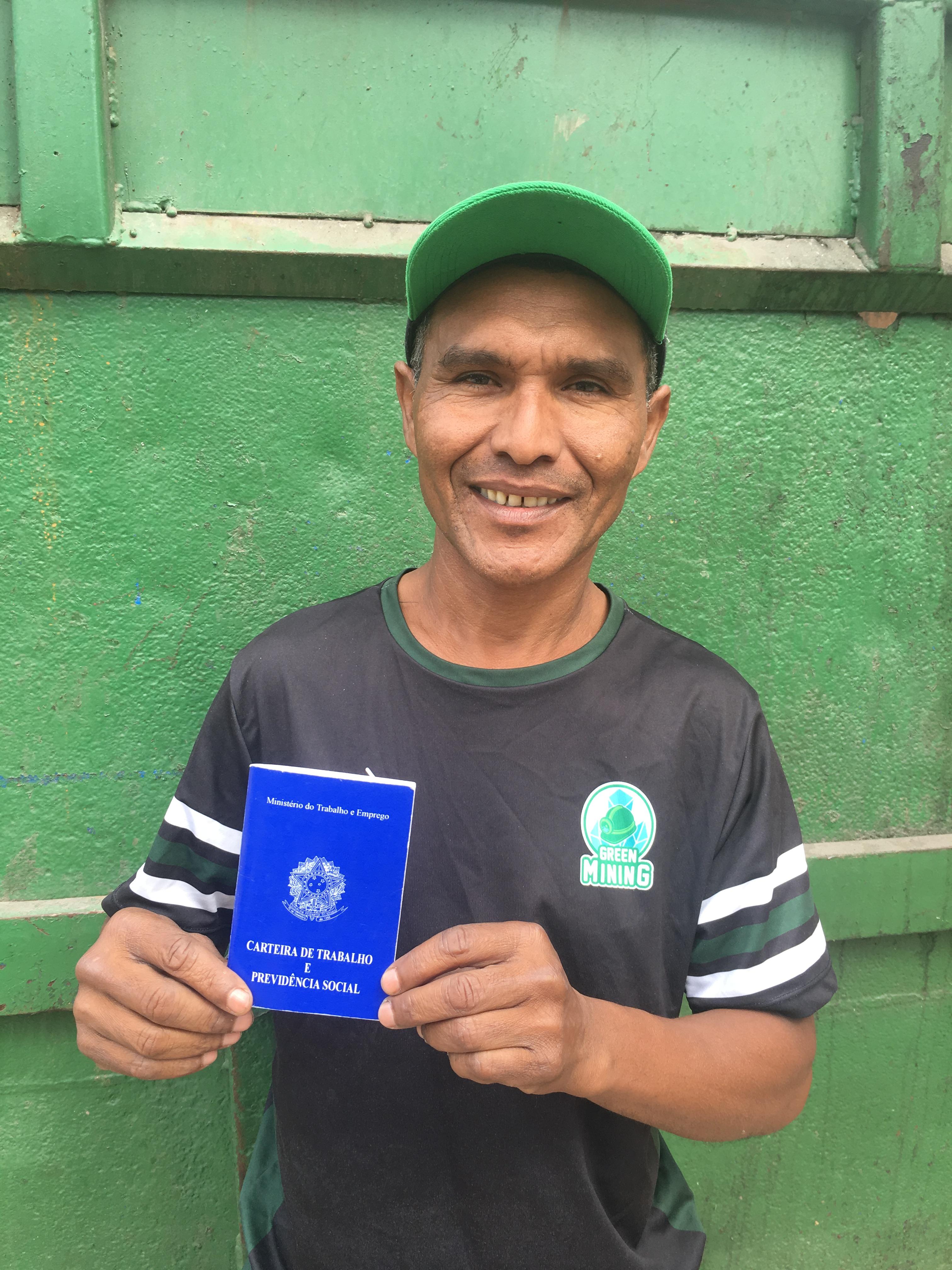 Um dos primeiros contratados da Green Mining, o ex-catador <strong>Antonio Adriano Alexandre</strong> poderá em breve trazer os filhos do Paraná para morar com ele em SP.